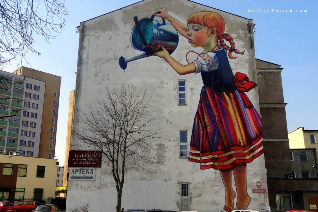 Bia ystok z wizyt u dziewczynki z konewk see u in poland for Mural bialystok dziewczynka z konewka